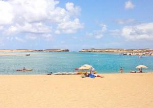 Praia em Oualidia em Marrocos