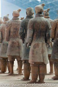 guerreros terracota de espaldas