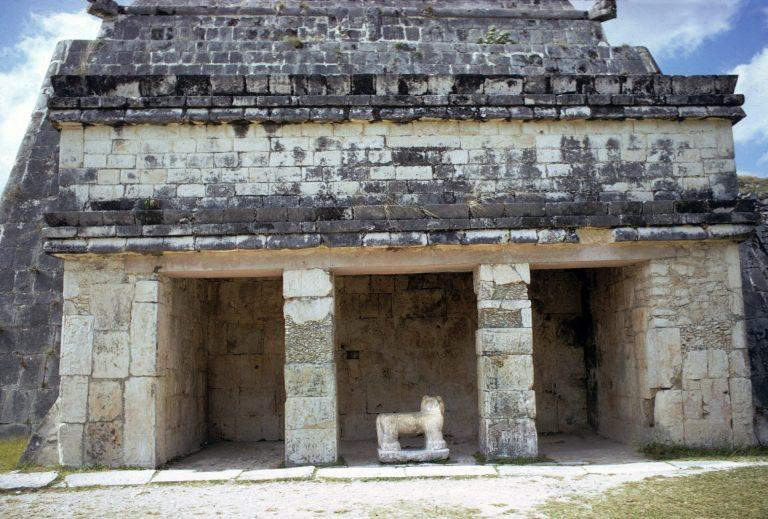 piramide de kukulcan caracteristicas