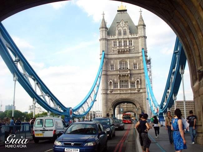 Em cima de Tower Bridge
