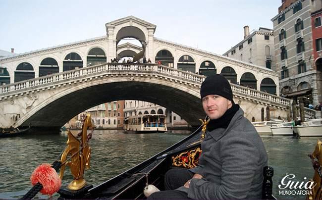 Andando de Gôndola em Veneza no inverno
