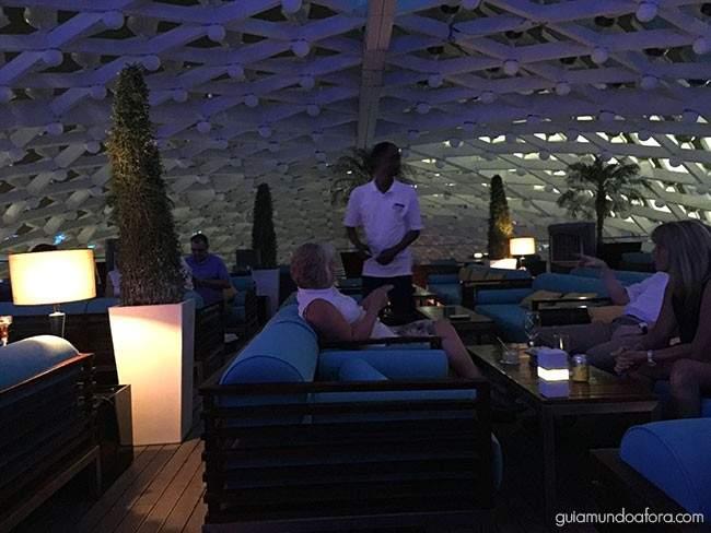 SkyLite, o bar no Rooftop do Yas Viceroy