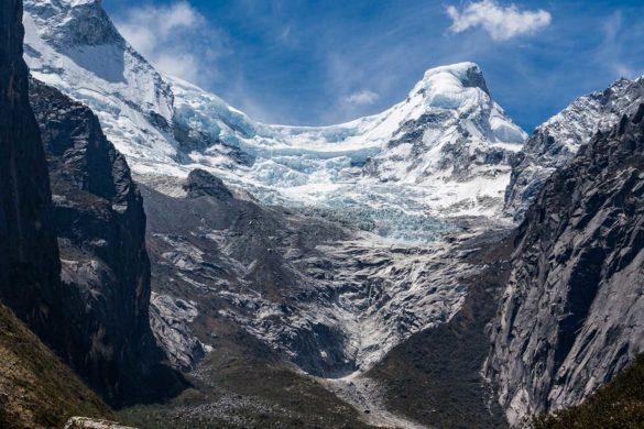 Trilha no Parque Huascarán: queda de gelo do Huandoy