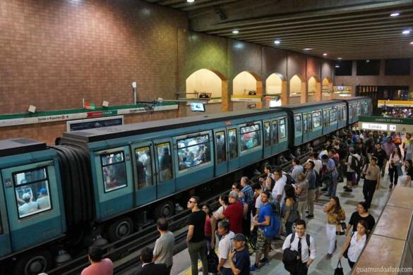 Como usar o metrô em Santiago, Uber e táxi (com preços)