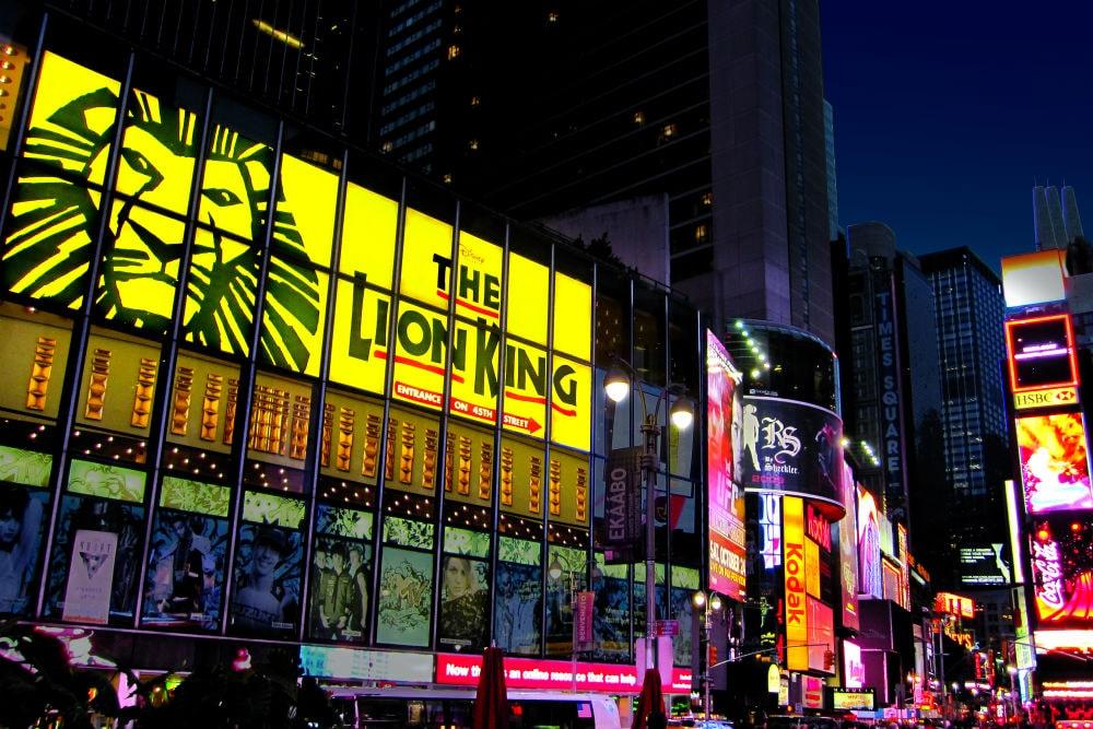 Teatro do musical de Lion King na Broadway
