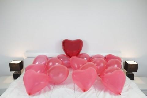 Decora San Valentn con globos y guirnaldas