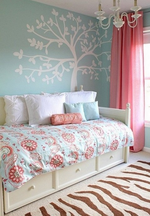 Combina el azul y el rosa para decorar tu habitacin