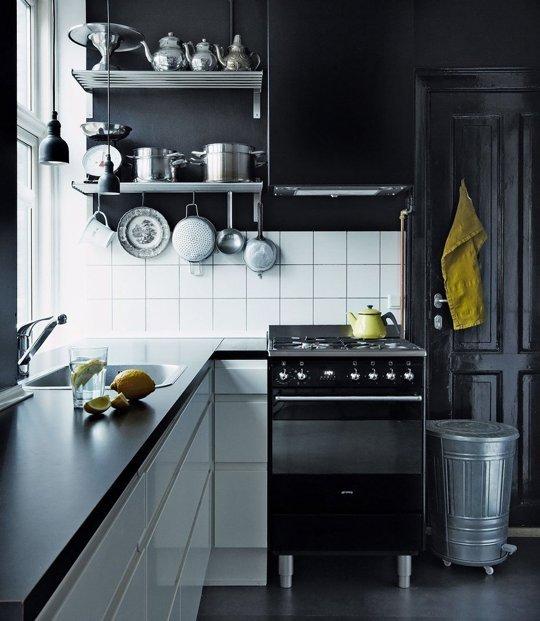 10 preciosas cocinas decoradas en negro