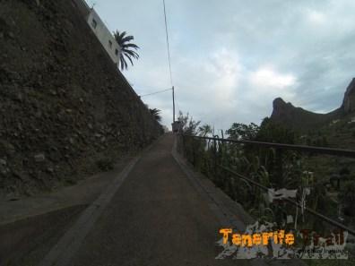Ascendiendo hacía la carretera en Taganana