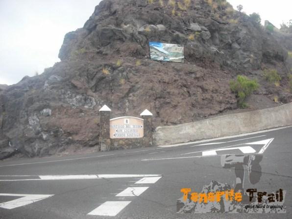 Carretera cruce a Los Gigantes ( a 10 m salida sendero)