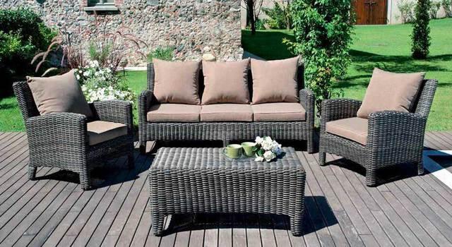 Zona living per il giardino, uno spazio comodo e accogliente per l'estate