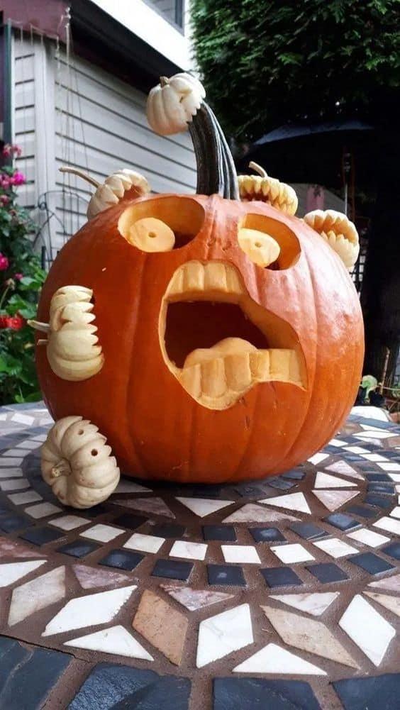 Zucca carnivora intagliata per la festa di Halloween