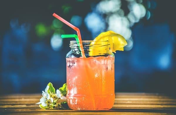 Un cocktail a base di frutta, perfetto per dissetarsi quando fa caldo.