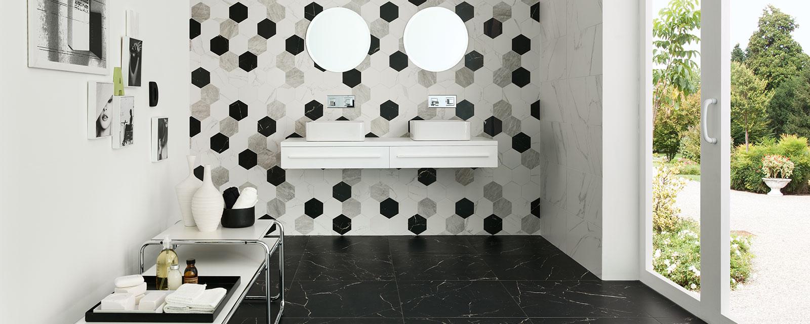 carrelage hexagonal dans la salle de
