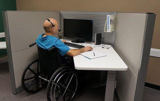 Comment une personne handicapée peut trouver du travail facilement?