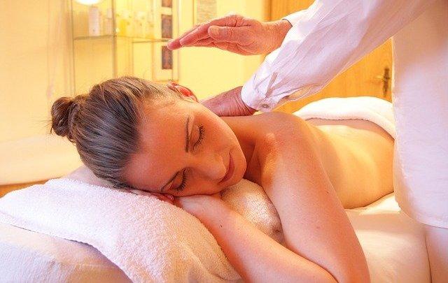 Massage relaxant : Qu'est-ce que le «toucher du cœur» ?