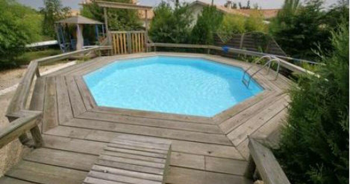 Des caillebotis autour de votre piscine
