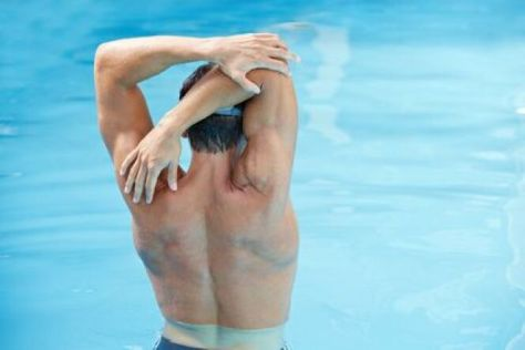 """Nager pour soulager le mal de dos<span class=""""normal italic petit"""">© Robert Kneschke - Fotolia.com</span>"""