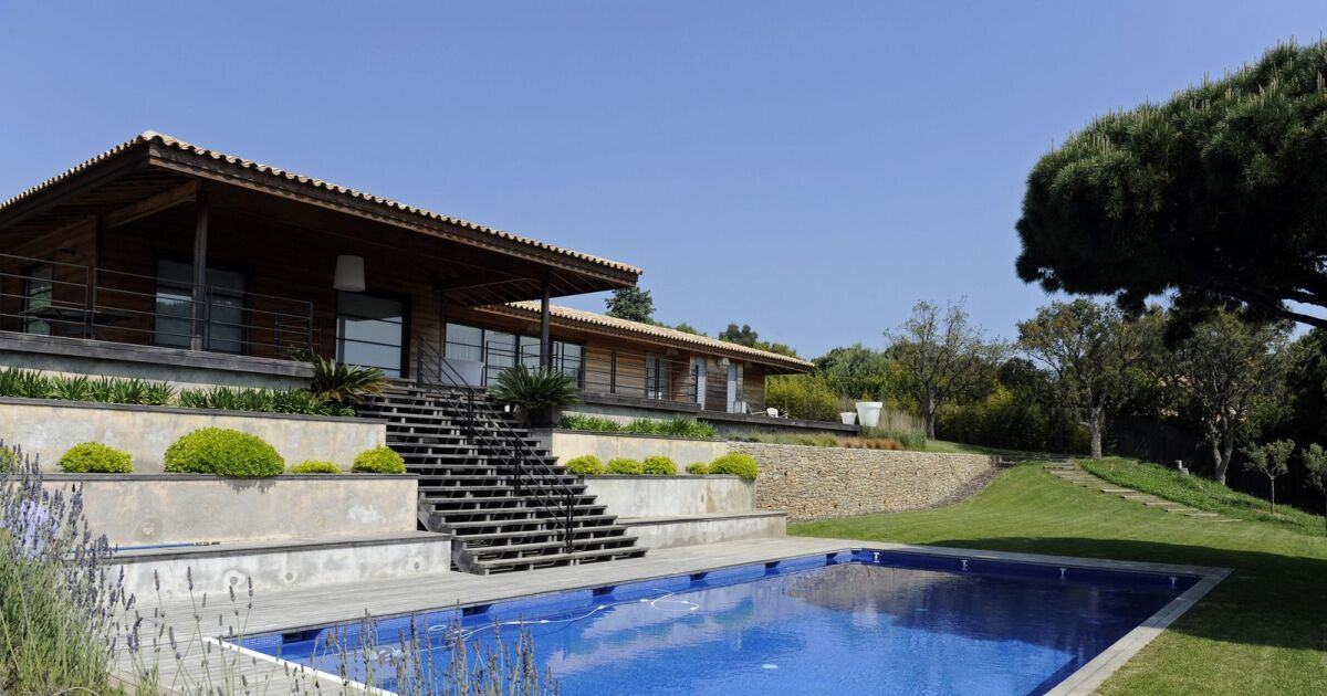 Maison sur terrain en pente exemple top amnagement duun for Exemple piscine exterieure