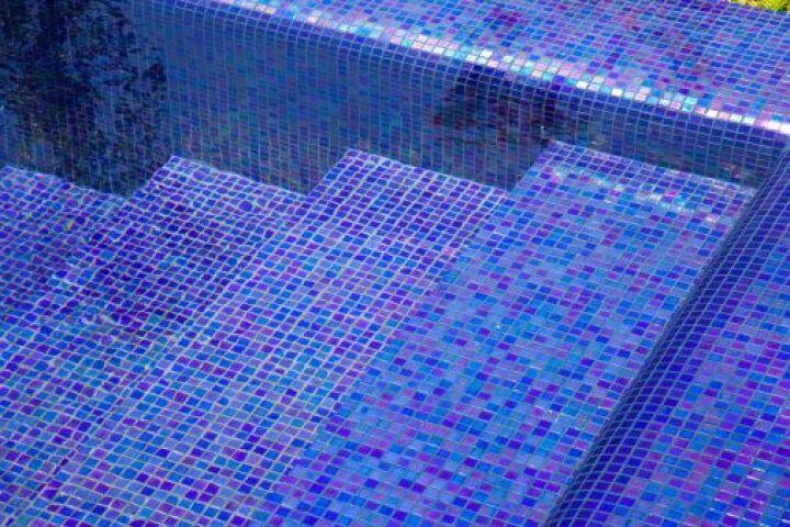 traces et taches sur une piscine
