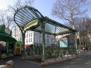 Abbesses_place_des_Metro_Abbesses_Guimard_03_max