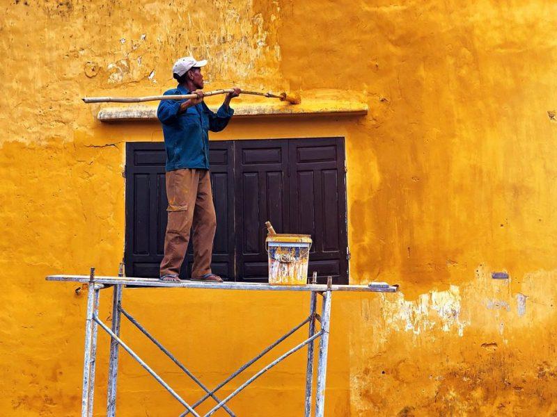 Un peintre en bâtiment