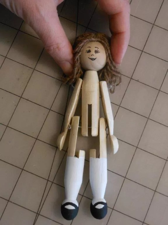 25 Easy Tutorials to Make Colorful Clothespin Dolls