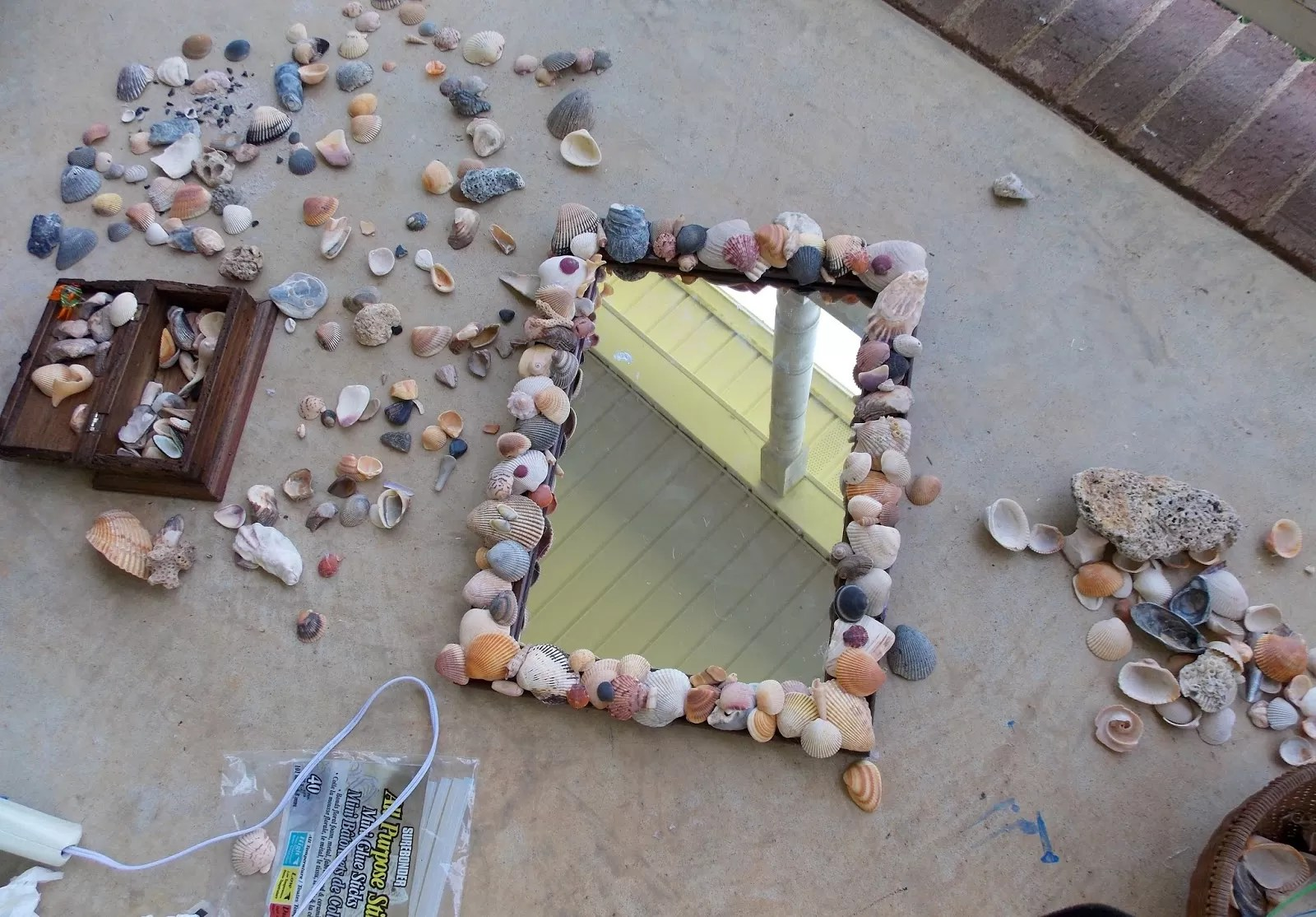 23 Striking Shell Mirror Designs with Tutorials  Guide