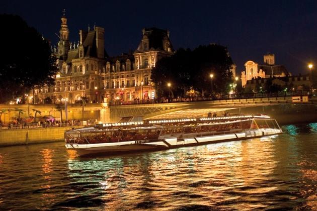 Les Bateaux Mouches De Paris