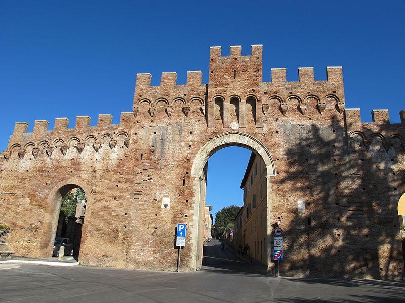 800px Porta Tufi 01 Guide Siena