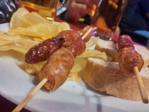 Tapas, pinchos, cerveza e tutto il gusto dell'aperitivo iberico
