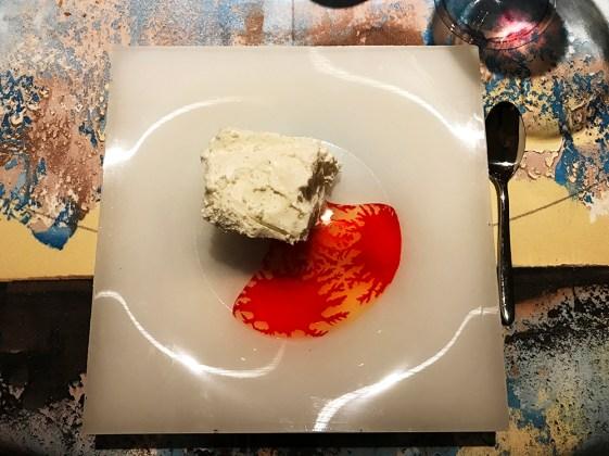 Iceberg di cocco, rosa e tè affumicato - Su piatto quadrato in silicone