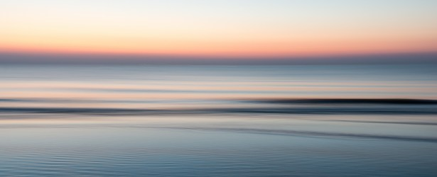 Aurora con bassa marea in movimento