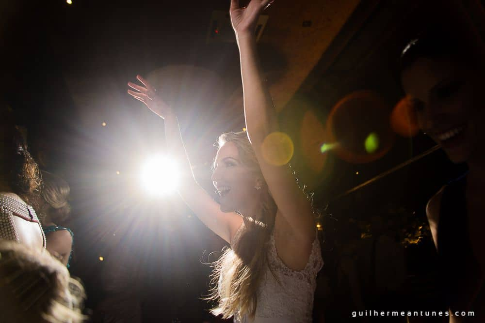Fotografia de Casamento Luana e Alysson noiva iluminada e empolgada
