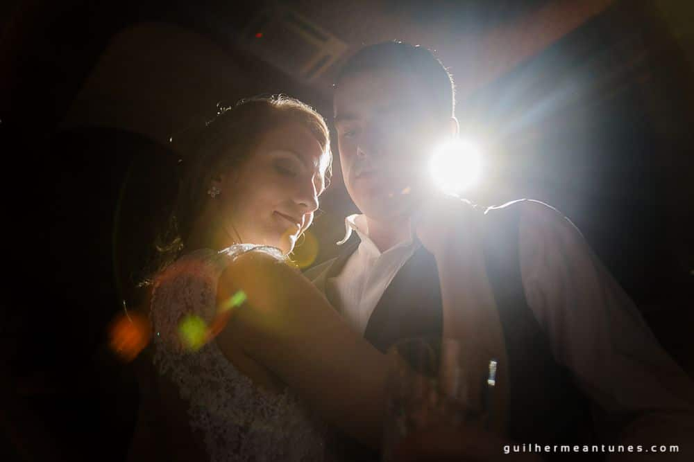 Fotografia de Casamento Luana e Alysson noivos na luz