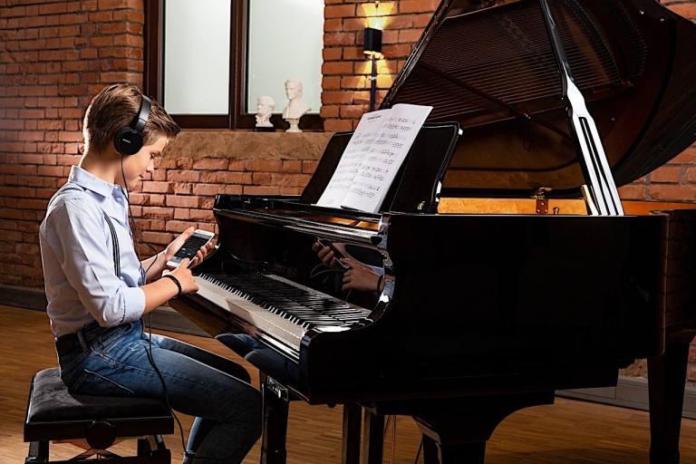 Installations de systèmes silencieux sur pianos acoustiques