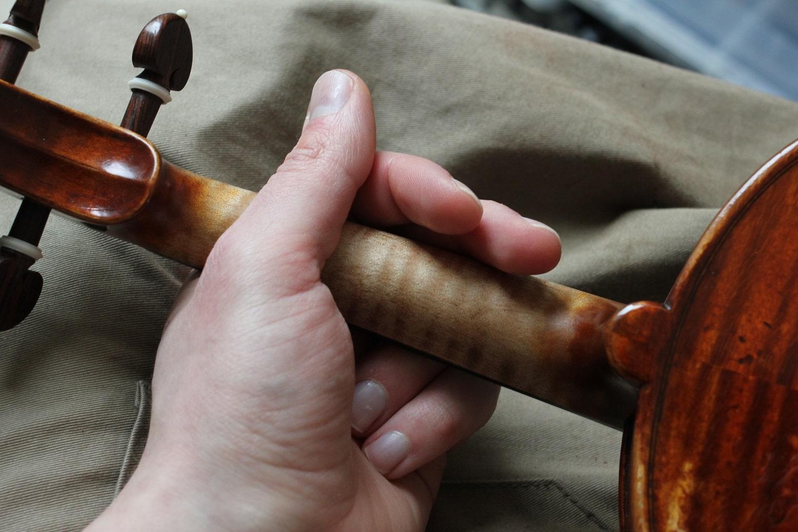 Comment bien tenir son violon ?