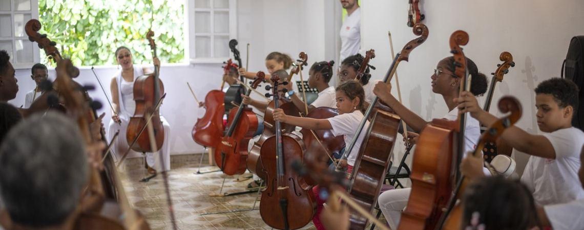 Un luthier en Guadeloupe à la corde de la