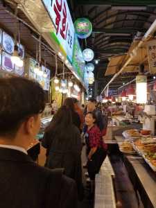 Un marché nocturne à Séoul.