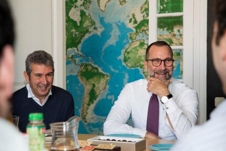 Visita del embaixador d'EEUU James Costos a les oficines d'Airbnb a Barcelona