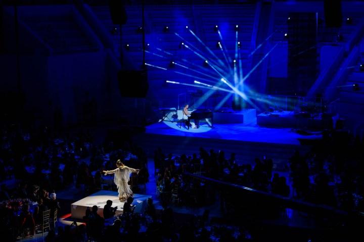 Aloma de Balma y Amaia en su actuación durante la gala People in Red de la Fundación Lucha contra el Sida (Barcelona, 2018)