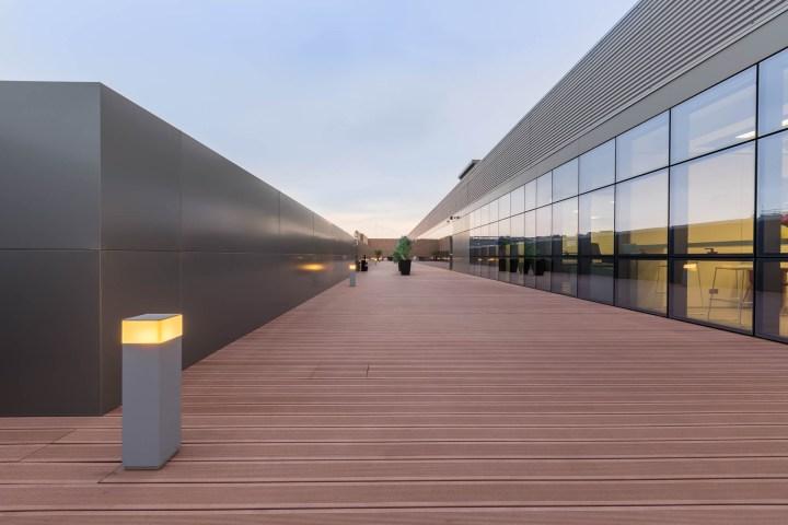 Fotografies de les oficines BBraun il·luminades per Deltalight