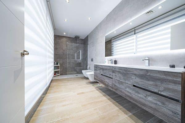 Lavabo en suite en vivienda unifamiliar