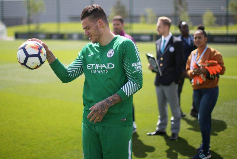 Ederson 1 tcm28 525688 - Relembre quando jogador Ederson do Manchester City conquista o recorde de tiro de meta