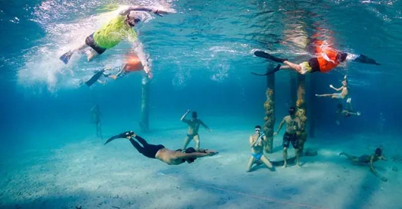 Recorde em mergulho A maior distância nadou subaquática com uma tentativa de respiração