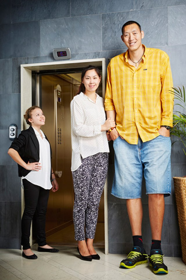 Record holder profile: Meet Sun Mingming and Xu Yan - the world's tallest married couple | Guinness World Records