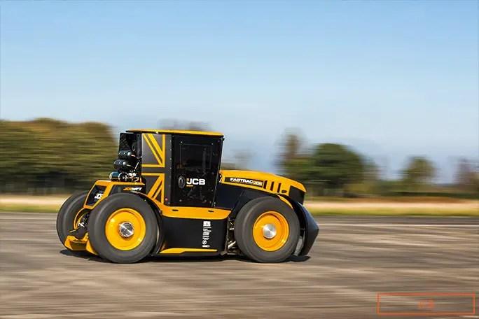 Traktori më i shpejtë JCB