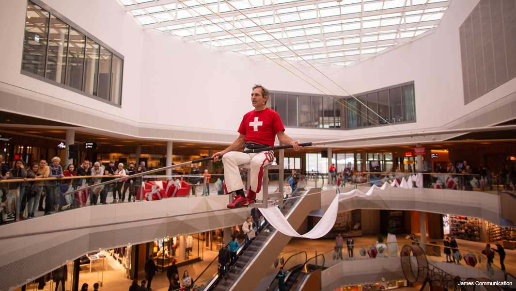freddy nock during his attempt for the longest duration chair balancing on a tightrope