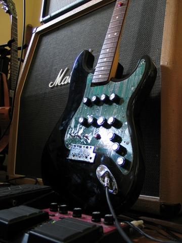 Weird sound generator guitar  guitarlist