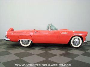 Auto con colore fiesta red come la fender stratocaster